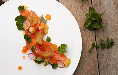 saumon-confit-pickles-pommes